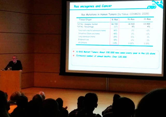 Dr. Barbacid Gives talk at the CNIO